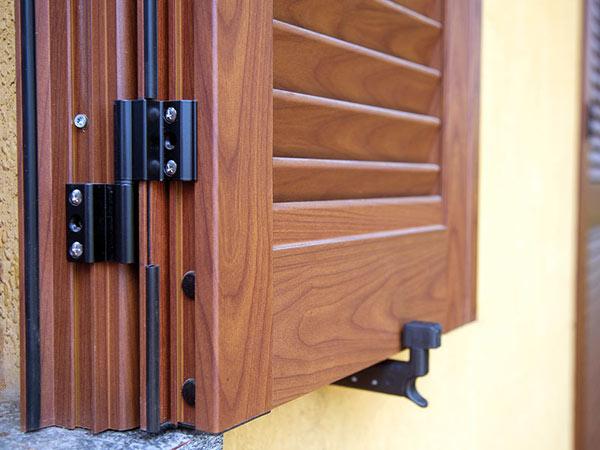 Sostituzione persiane reggio emilia detrazione montaggio scuri oscuranti per porte finestre - Pellicole oscuranti per finestre ...