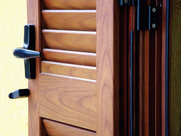 Montaggio-scuri-per-porte-finestre-reggio-emilia